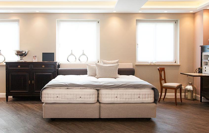 sichtbarer Aufbau eines Boxspringbetts bei Rumöller Betten