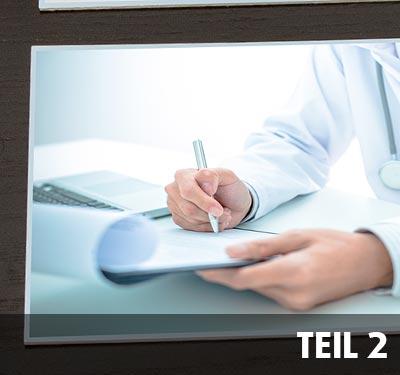 Arzt am Schreibtisch