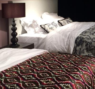 Betten mit Designer-Tagesdecken